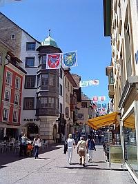 Bild Quelle: https://commons.wikimedia.org/wiki/File:Zunft-zun-Schmieden-Schaffhausen.jpgvon Wandervogel (Eigenes Werk) [CC-BY-SA-3.0 (http://creativecommons.org/licenses/by-sa/3.0)], via Wikimedia Commons